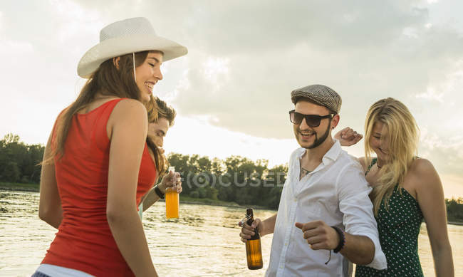 Group of friends with beer — Stock Photo