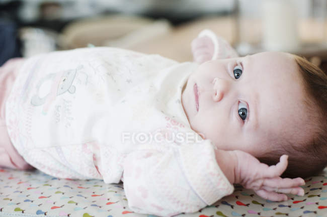 Baby girl lying down, portrait — Stock Photo