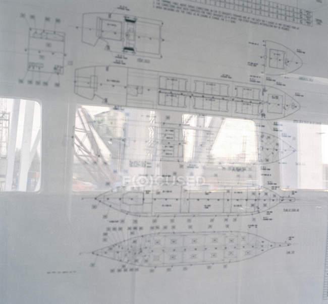 Reflexionen über Containerschiff Pläne, Nahaufnahme — Stockfoto