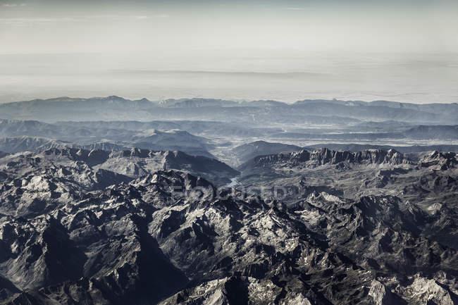 Vue aérienne des montagnes Rocheuses en plein soleil — Photo de stock
