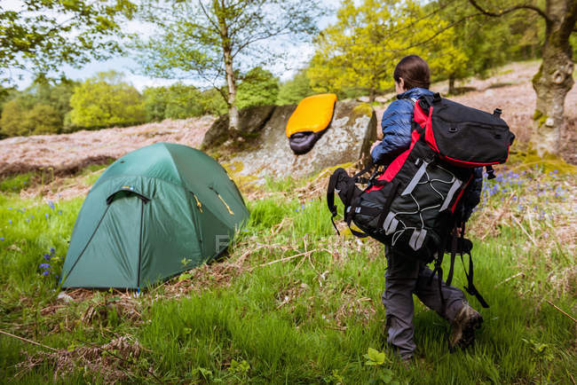 Young woman carrying camping gear, Pateley Bridge, Nidderdale, Yorkshire Dales — Stock Photo