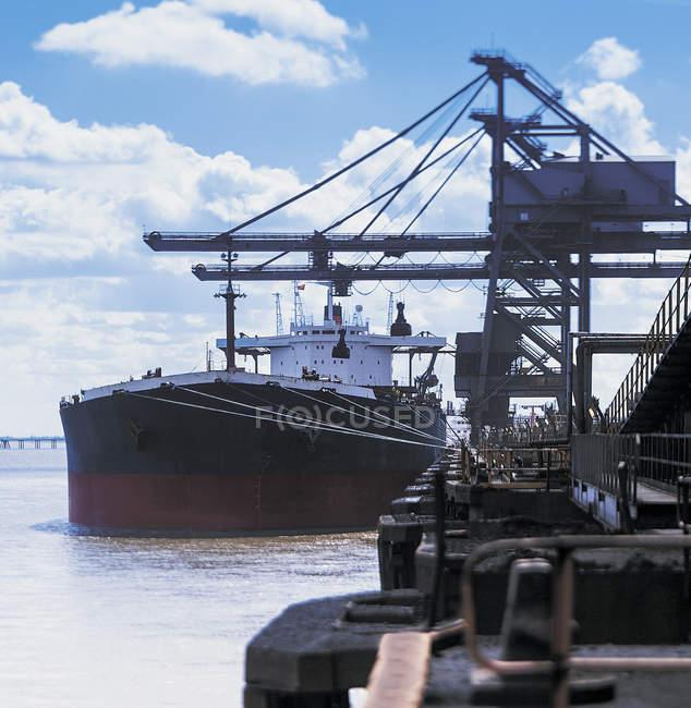 Bulk cargo ship moored at port — Stock Photo