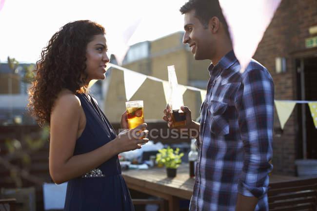 Un couple en début de soirée — Photo de stock