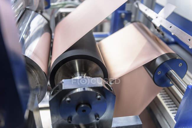 Fabrication de batteries lithium-ion dans le centre de recherche de batterie — Photo de stock