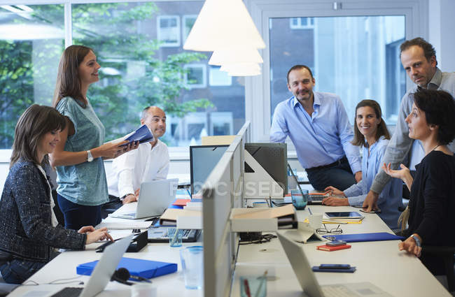 Businesspeople meeting around desk in office — Stock Photo