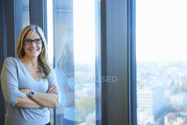 Portrait of businesswoman in skyscraper office, Brussels, Belgium — Stock Photo