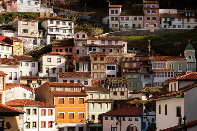 Veduta degli edifici ornati sulle colline — Foto stock