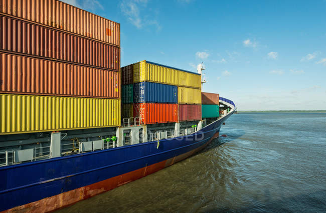 Container ship sailing into harbor — Stock Photo