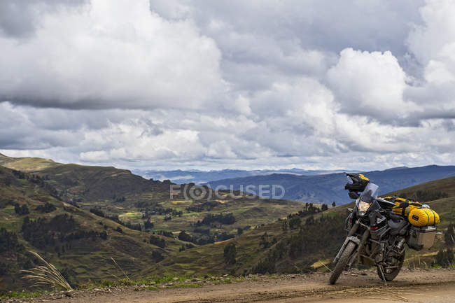 Touring motorbike on a dirt road in the mountains of Peru, Tarma, Junin, Peru, South America — Stock Photo