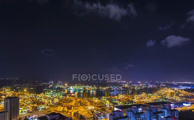 Ночной вид на контейнерный терминал, Сингапур, Юго-Восточная Азия — стоковое фото