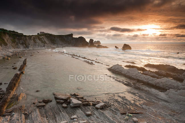 Waves washing up on rocky beach — Stock Photo
