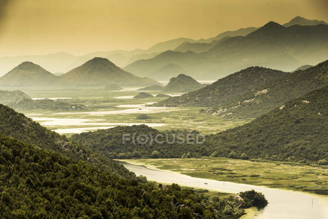 Majestätische Landschaft im See Scutari, Rijeka Crnojevica, Montenegro — Stockfoto