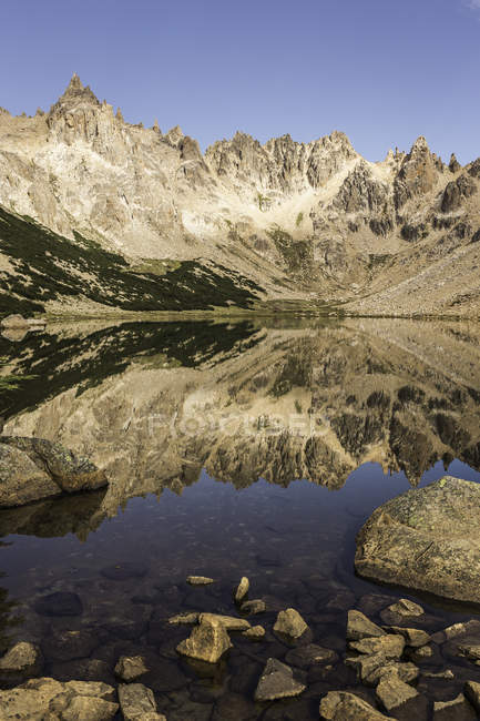 Mirror image of mountain landscape in Tonchek lake, Nahuel Huapi National Park, Rio Negro, Argentina — Stock Photo