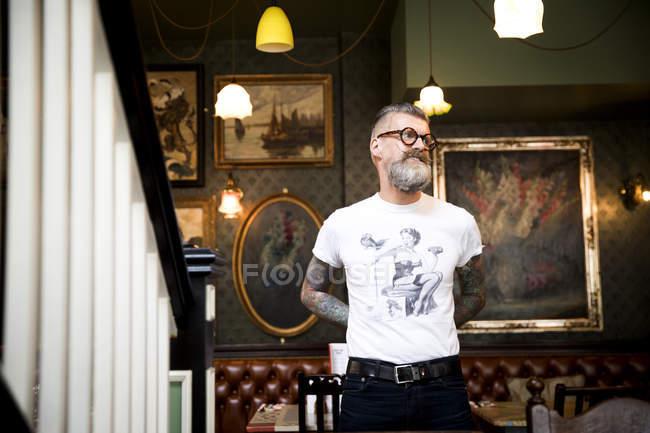 Вигадливий людини в м. бар і ресторан, Борнмут, Англія — стокове фото
