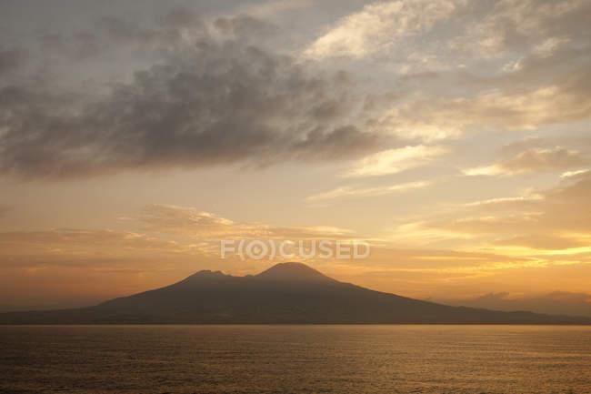 Majestueux célèbre mont Vésuve, Naples, Italie — Photo de stock