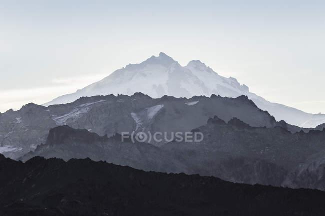 Vista da montanha Tronador e paisagem acidentada, Andes, Parque Nacional Nahuel Huapi, Rio Negro, Argentina — Fotografia de Stock