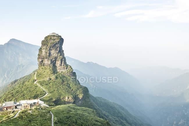 Підвищені вид на гору Fanjing скельне освіта і Туманний краєвид, Jiangkou, Гуйчжоу, Китай — стокове фото