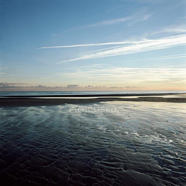 Величний пейзаж з прекрасним пляжем і морський пейзаж — стокове фото