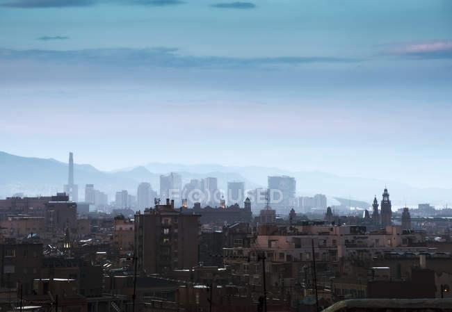 Elevated cityscape and hazy skyline at dusk, Barcelona, Spain — Stock Photo
