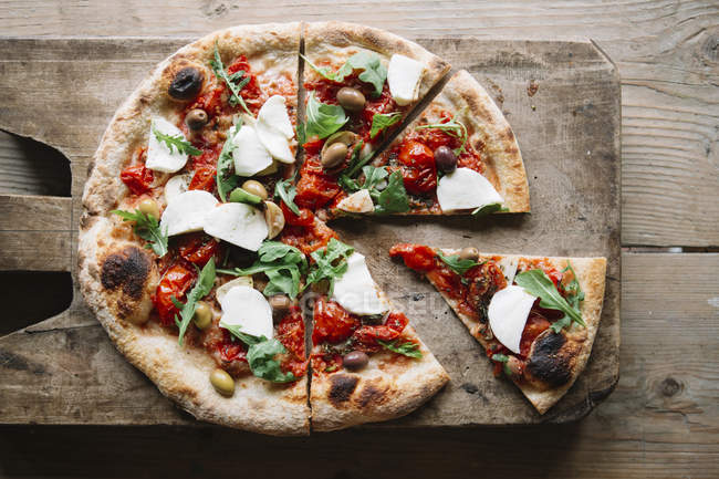 Delicious sliced pizza on chopping board, top view — Stock Photo
