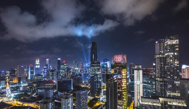 Vista da cidade distrito financeiro na noite, Cingapura, sudeste da Ásia — Fotografia de Stock