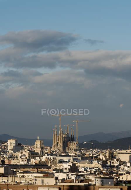 Cityscape view with Sagrada Familia and construction cranes, Barcelona, Spain — Stock Photo