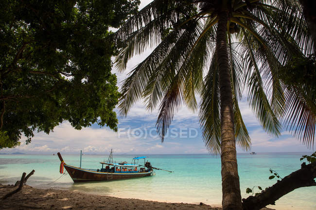 Longtail boat moored by beach, Koh Rok Noi, Thailand, Asia — Stock Photo