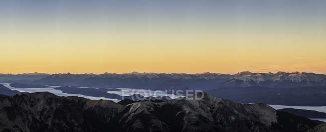 Panoramic sunset view of Andes mountain range, Nahuel Huapi National Park, Rio Negro, Argentina — Stock Photo