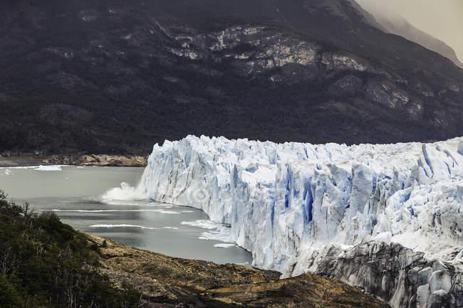 Vista lateral do Glaciar Perito Moreno e o Lago Argentino, Parque Nacional Los Glaciares, Patagônia, Chile — Fotografia de Stock