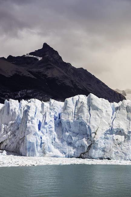 Vista da montanha, o Lago Argentino e o Glaciar Perito Moreno no Parque Nacional Los Glaciares, Patagônia, Chile — Fotografia de Stock