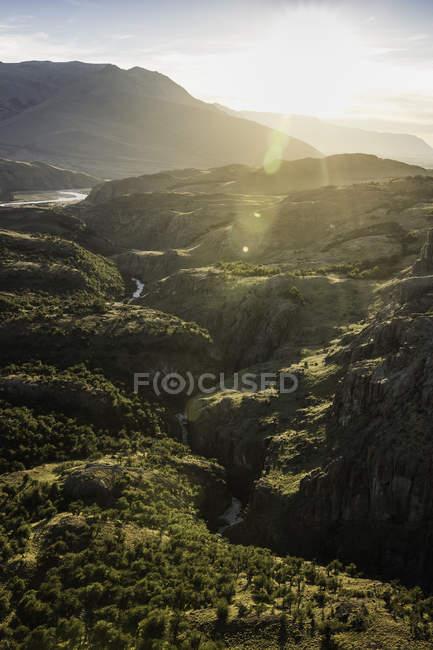 Солнечный вид на долину в Национальный парк Лос-Гласьярес, Патагонии, Аргентина — стоковое фото