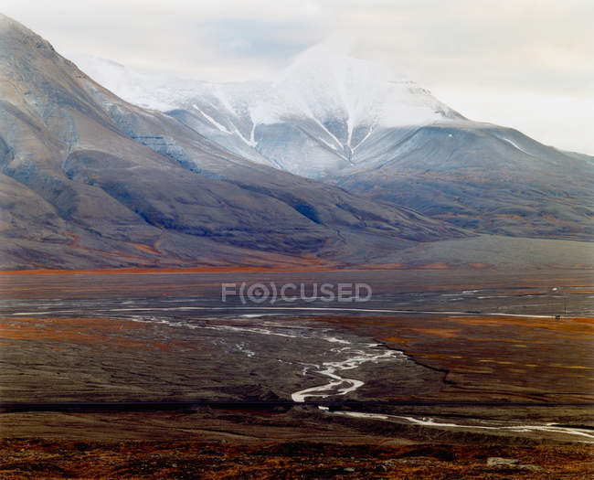 Scenic view of majestic arctic mountains at cloudy day — стокове фото