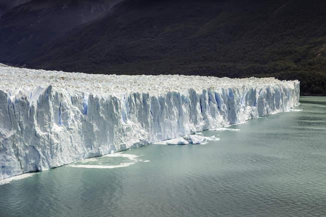Vista do Lago Argentino e o Glaciar Perito Moreno no Parque Nacional Los Glaciares, Patagônia, Chile — Fotografia de Stock