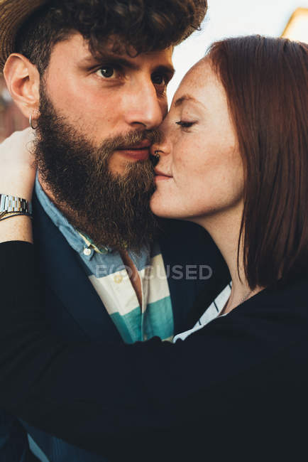 Head and shoulder shot of hipster couple embracing — Stock Photo