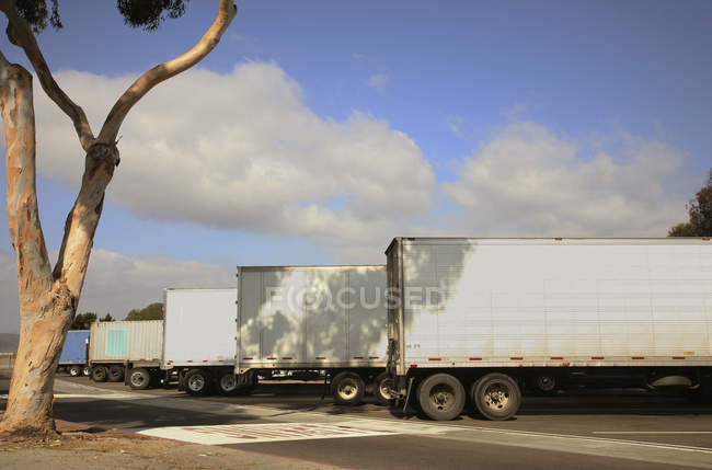 Row of trucks parked in parking lot, USA — Stock Photo
