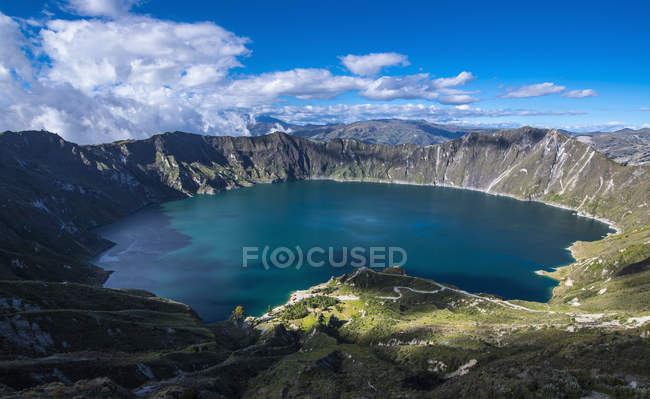 Quilotoa is a water-filled caldera on 4.200m altitude and the most western volcano in the Ecuadorian Andes close to Cotopaxi, Chucchiln, Cotopaxi, Ecuador, South America — Stock Photo
