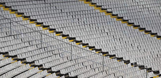 Asientos vacíos en el estadio olímpico, Barcelona, Cataluña, España, Europa - foto de stock