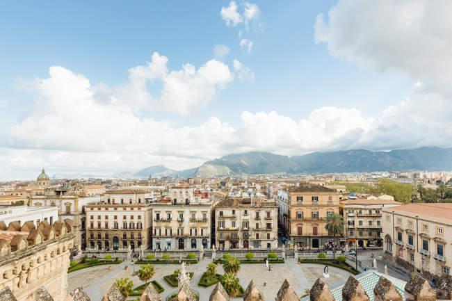 Мальовничий вид на міський пейзаж Європи від кік гори, Палермо, Сицилія, Італія — стокове фото