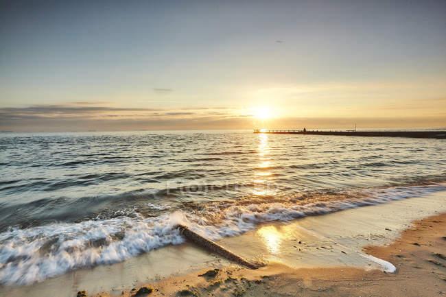 Coucher de soleil sur la plage, Odessa, oblast d'Odessa, Ukraine, Europe — Photo de stock