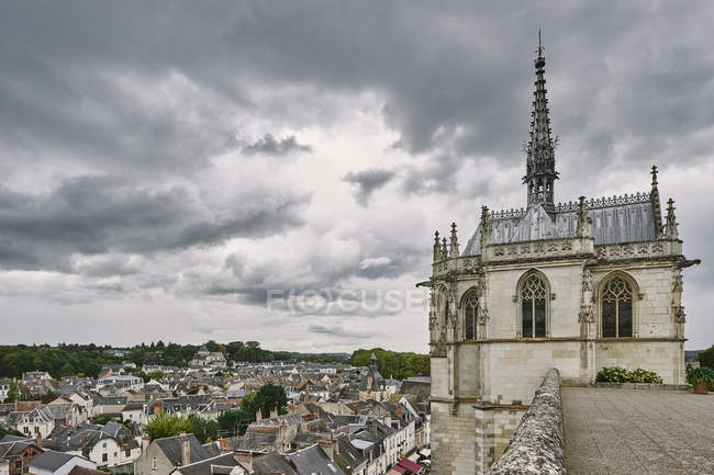 Elevated view of rooftops and Saint Hubert Chapel where Da Vinci is buried, Amboise, Loire Valley, France — Stock Photo