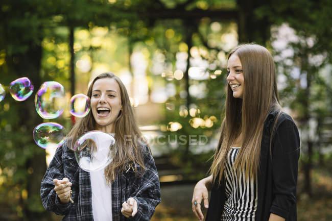 Две Молодые Подружки