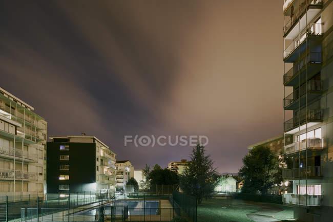 Condomini notturni, Chambery, Rhone-Alpes, Francia — Foto stock