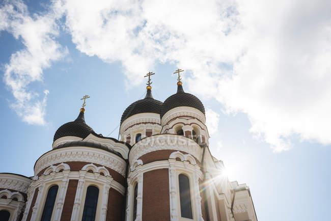 Niedrigen Winkel Ansicht von Alexander Nevsky Cathedral, Tallinn, Estland — Stockfoto