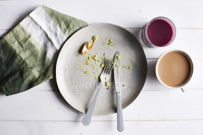 Eaten avocado meal, overhead view — Stock Photo