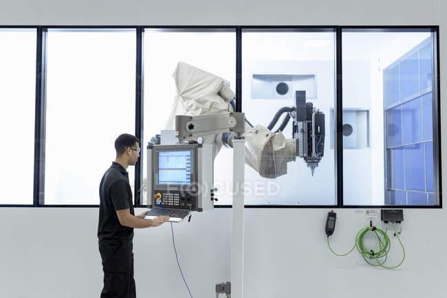 Робототехника инженер эксплуатации машина резки робот Робототехника научно-исследовательский центр — стоковое фото
