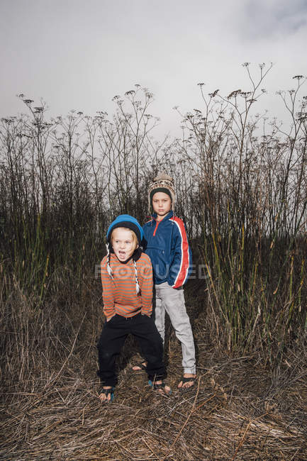 Portrait of two brothers in rural setting — Stock Photo