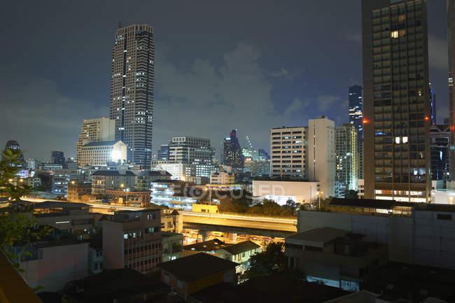 Cityscape with skyscraper skyline at night, Bangkok, Thailand — Stock Photo