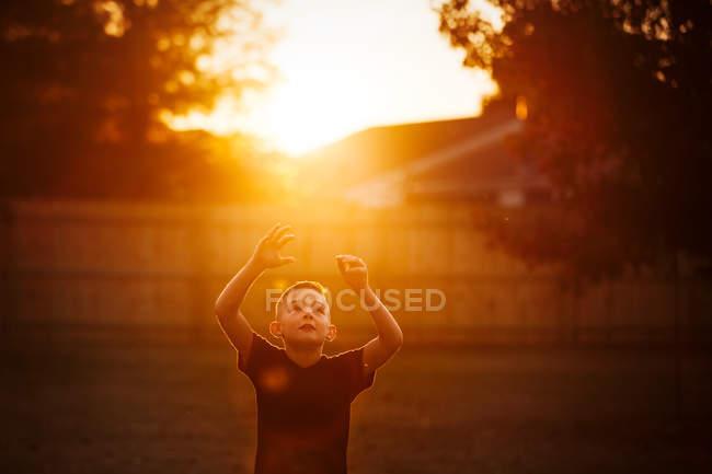 Boy practicing american football in garden — Stock Photo