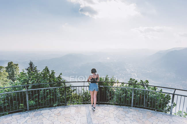 Rear view of young woman on viewing platform looking at Lake Como, Lombardy, Italy — Stock Photo