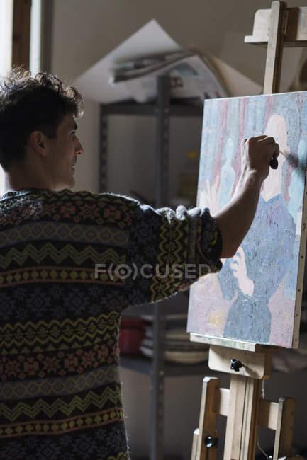 Художник живопис на полотні художника студії — стокове фото